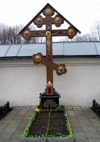 Могила архиепископа Максима (Кроха)